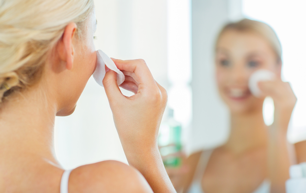 Removing your makeup with cleanser